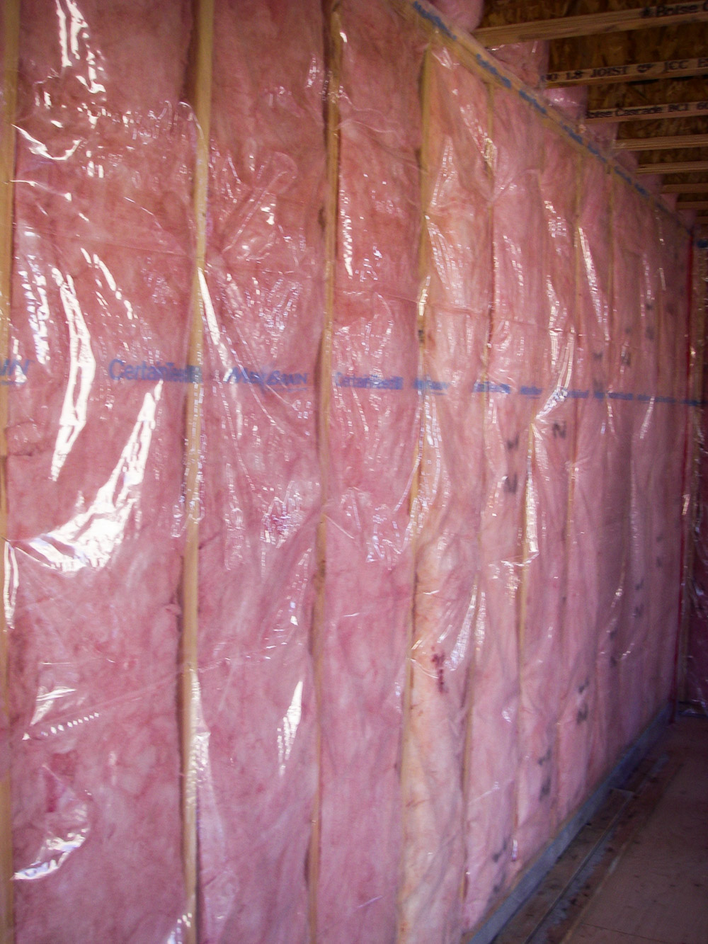 Fig. i-19 Polyamide film vapor retarder installed over a wood-framed wall with cavity batt insulation