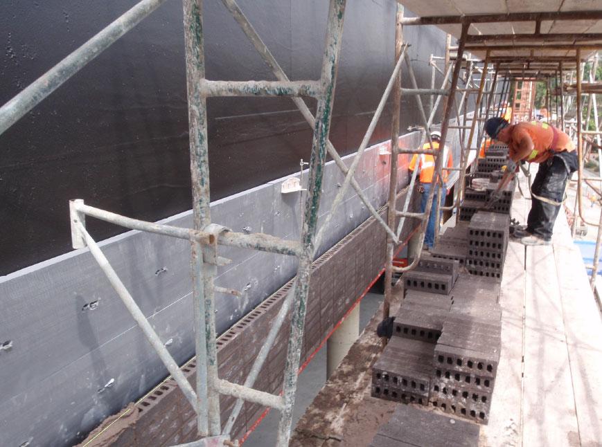 Fig. i-22 XPS insulation behind anchored masonry veneer.